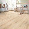 Laminat Kronotex Dynamic 4702 Arles Oak. Foto av gulv i rom.