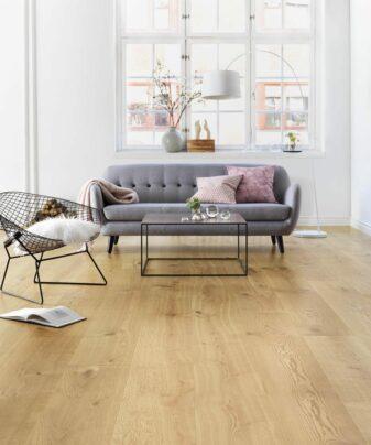 Parkett Tarkett Elegance Eik 1 stav. Foto av gulv i stue.
