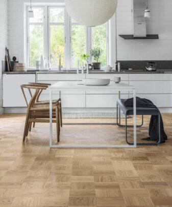 Mønstergulv Tarkett Noble Eik Soho. Foto av gulv på kjøkken.