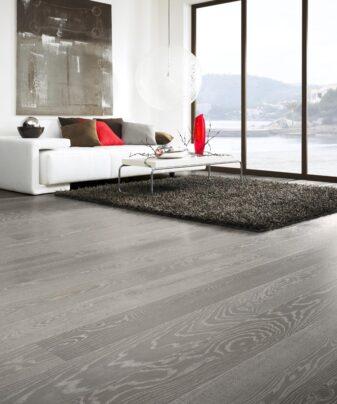 Parkett Tarkett Play Eik Marble Plank 1 stav. Foto av gulv i stue.