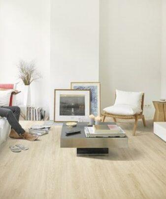 Vinylgulv BerryAlloc Pure Toulon Eik 109S. Foto av gulv i stue.