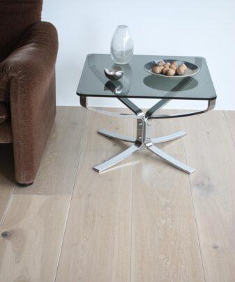 Heltregulv Tilje Tangen Natur lamellplank. Foto av bord på gulv.