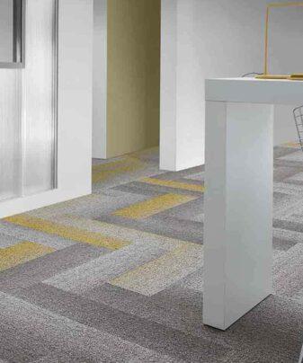 Desso Teppefliser Fuse Create i gult og grått.