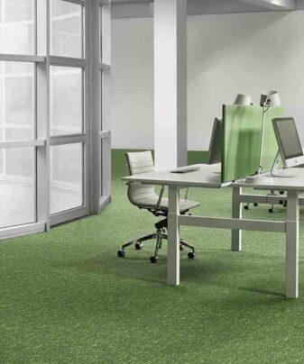 Desso Teppefliser Grain i grønt på kontor.
