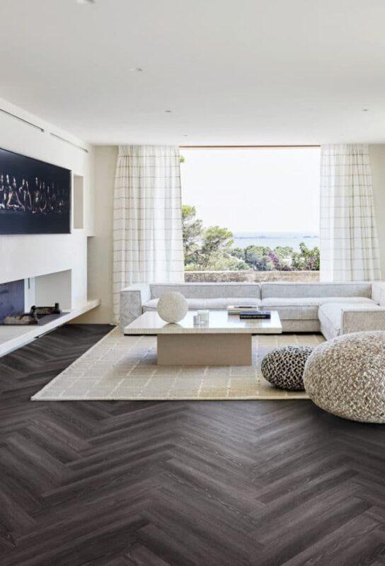 Kahrs fiskebensgul i vinylklikk Luxury Tiles Calder Fiskebensmønster