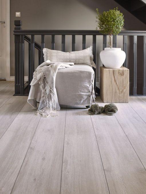 Laminat Room Max Grey Shell. Foto av gulv i gang.